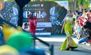 Banyuwangi Batik On Pedestrian Tampilkan Motif Blarak Sempal