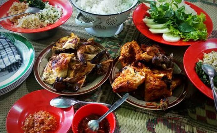 Salah satu sajian nikmat dari Magetan, ayam panggang Bu Setu Gandu