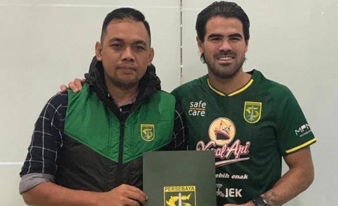 Aryn Williams (kanan) resmi memperpanjang kontraknya bersama Persebaya Surabaya
