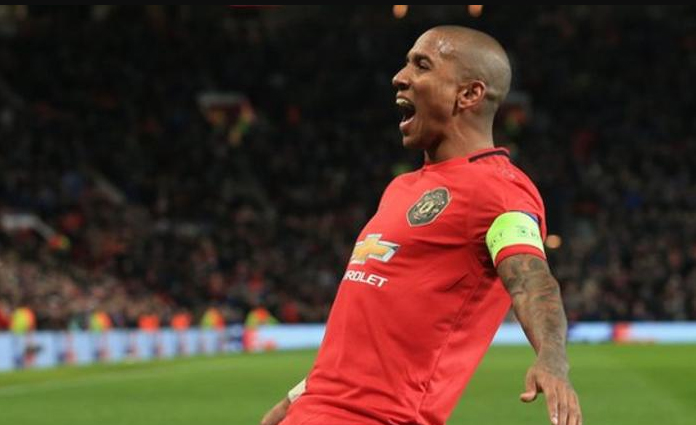 Ashley Young kala membela Manchester United