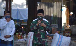 Berkunjung ke Ponpes Syaichona, Pangdam V Brawijaya Bagikan 5 Ribu Masker