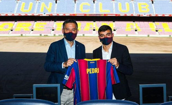 Peresmian Pedri sebagai pemain anyar Barcelona