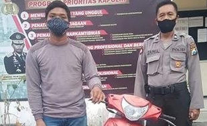 Pelaku bersama dengan motor curian, berhasil diamankan di Polsek Driyorejo, Gresik pada Jumat (21/8)