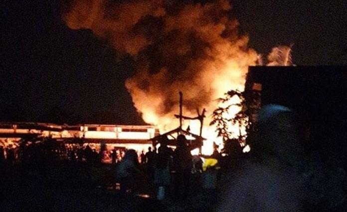 Kebakaran gudang barang rongsokan di Cluring, Banyuwangi, pada Rabu (19/8) malam