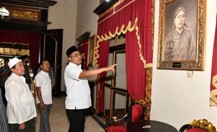 Wakil Ketua MPR RI, Jazilul Fawaid saat mengunjungi Keraton Sumenep pada Kamis (20/8) lalu