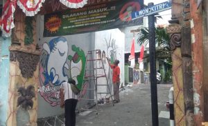 Ikuti Lomba Surabaya Smart City, Warga RT 3 Wonokitri Gotong Royong Hias Kampung